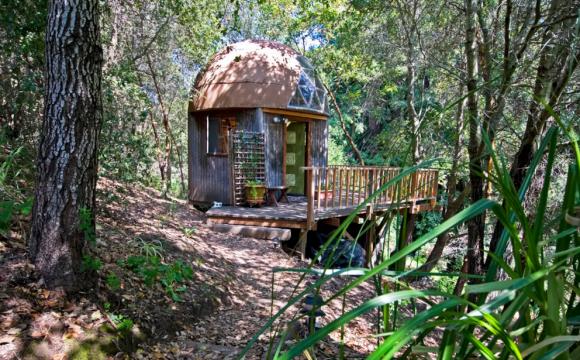 10 maisons les plus populaires de Airbnb - La Mushroom Dome Cabin à Aptos en Caflifornie, USA