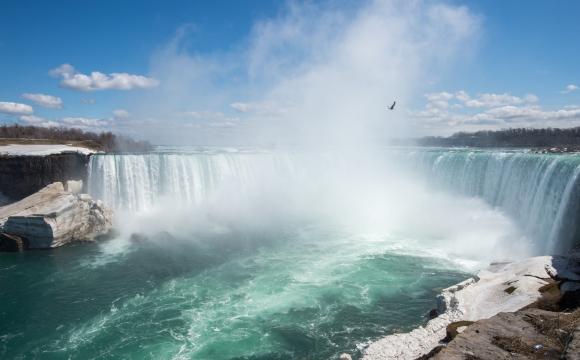 Ces 5 villes où tu es payé pour y vivre  - Les chutes du Niagara, Etats-Unis