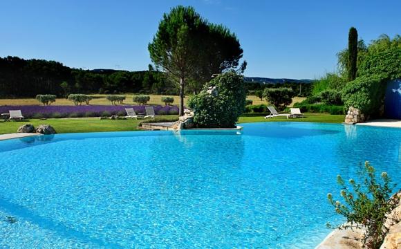 Les 10 plus belles piscines de France - Le Mas de la Rose à Orgon