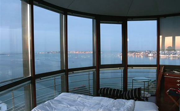 10 hôtels insolites en France - Gardien de phare en Bretagne ?