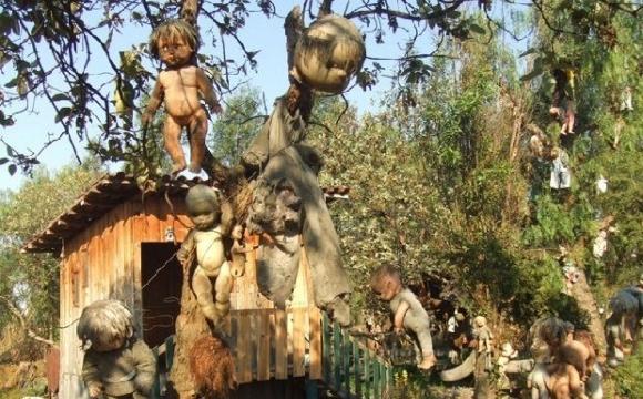 10 lieux qui font frissonner - L'île aux poupées fantômes