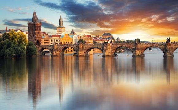 10 lieux magiques pour une demande en mariage - Prague, flânerie au pont Charles
