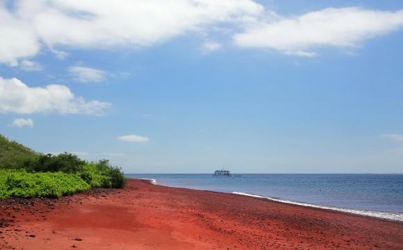Les 10 plages les plus insolites au monde - Les îles Galapagos et le rouge sang du sable