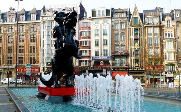 Devant la gare de Lille-Flandres