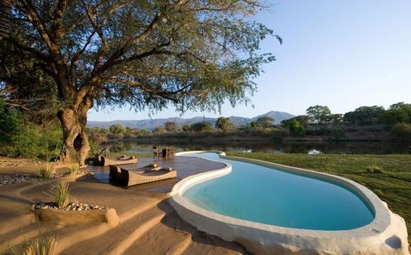 10 hôtels avec une piscine exceptionnelle -  River House, Zambie