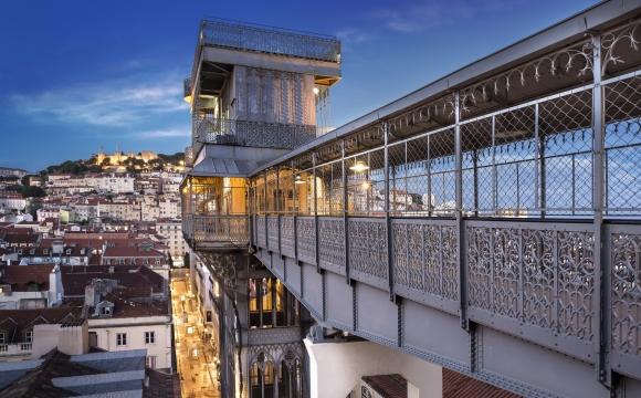 10 activités gratuites à faire à Lisbonne - Empruntez l'ascenseur qui vous mènera à la Rua da Madalena