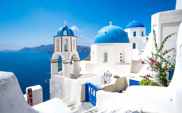 10 îles en Méditerranée qui gagnent à être connues - Santorin – Un spectacle inoubliable