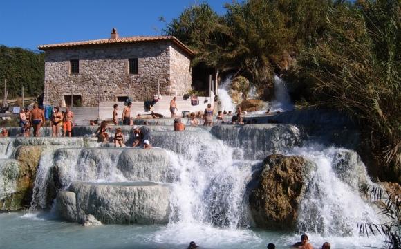 Les 10 plus belles sources d'eaux chaudes du monde - Les thermes de Saturnia en Italie