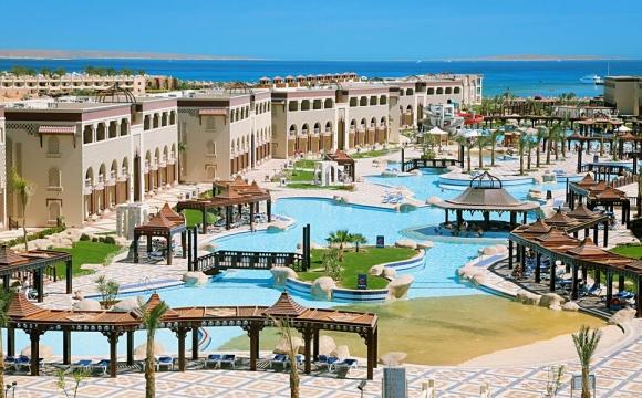 Les 10 plus grandes piscines du monde - La piscine du Sentido Mamlouk Palace Resort