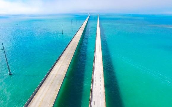 """Les 10 plus belles routes au monde à faire en moto - La route """"Seven Mile Bridge"""",  Floride, USA"""