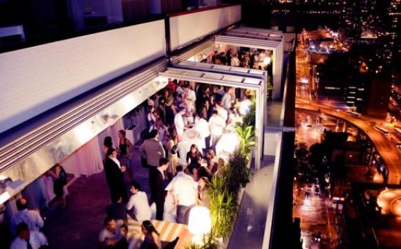 10 bars rooftops à New-York - Sky Room : une ascension vertigineuse