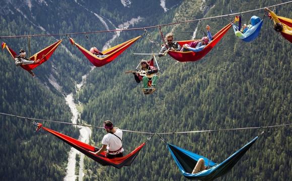 10 actvités insolites à tester durant les vacances d'été - La slackline pour les funambules