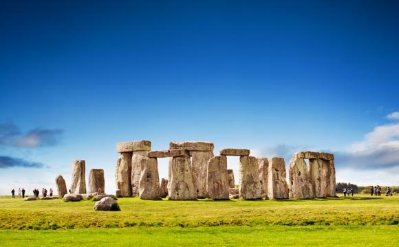 10 monuments incontournables à visiter - Les pierres suspendues de Stonehenge