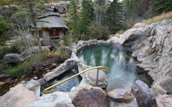Les 10 plus belles sources d'eaux chaudes du monde - Strawberry Park Hot Springs aux Etats-Unis