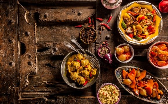 10 activités incontournables à faire à Agadir - Goûter à la cuisine marocaine