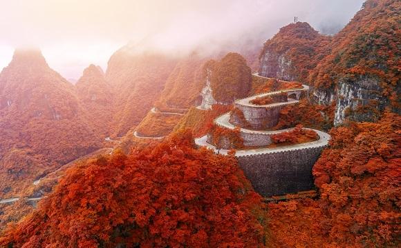 Les 10 plus belles routes au monde à faire en moto - La route « Tianmen » en Chine