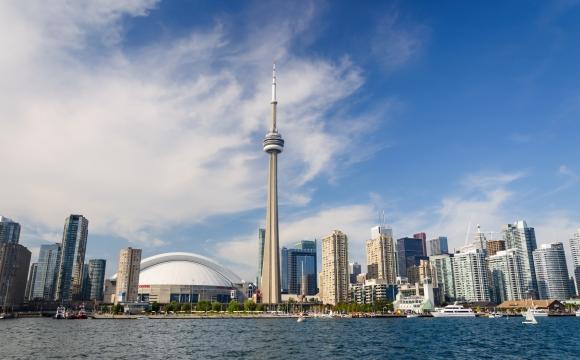 10 monuments incontournables à visiter - La tour CN à Toronto