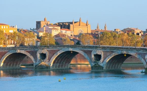 10 villes françaises dont vous ignorez les origines de leur surnom !  - La ville rose, Toulouse