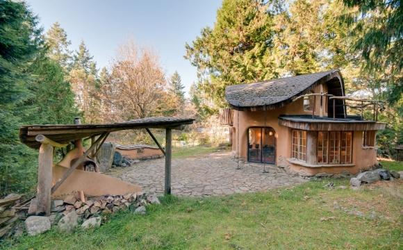 10 maisons les plus populaires de Airbnb - L'unique Cob Cottage à Mayne Island en Colombie Britannique