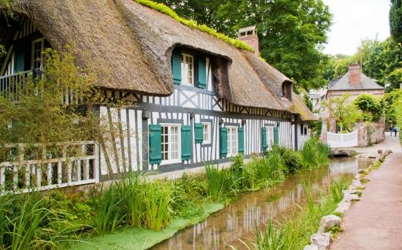 Les 10 plus beaux villages de France - VEULES LES ROSES, Normandie