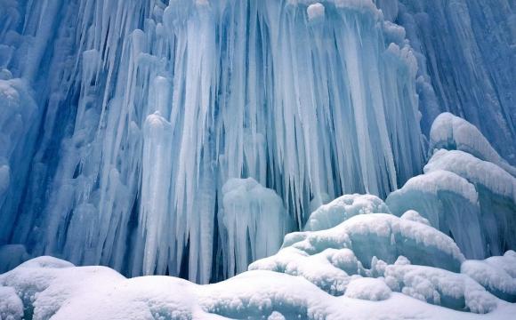 Les 10 plus belles cascades du monde - Chutes de Ice Castle